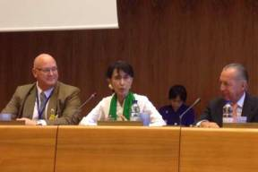 Aung San Suu Kyi address the International Organization of Employers, flanked by IOE Secretary General Brent Wilton (Left) and IOE Executive Vice President Daniel Funes de Rioja.
