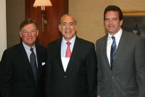 Mr. Gurría with USCIB Chairman Harold McGraw III (left) and USCIB President and CEO Peter M. Robinson.
