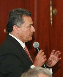 International Chamber of Commerce Chairman Rajat Gupta posing a question to Mr. Gurría.