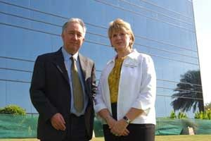 "USCIB's Cynthia Duncan (right) takes over from Peter Bishop (left) as chair of the World ATA Carnet Council, which manages the global ""merchandise passport"" system."