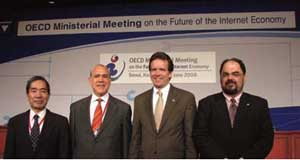 The OECD has played a key role in Internet policy discussions since before its 2008 Seoul Ministerial. Pictured at that gathering are (L-R) then-BIAC Secretary General Tadahiro Asami, OECD Secretary General Angel Gurria, USCIB President and CEO Peter Robinson and Oracle Corp. Vice President Joseph Alhadeff.